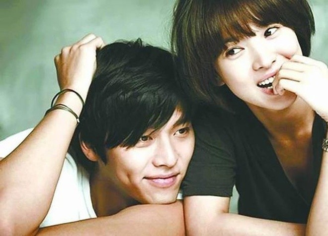 Hyun Bin - Male actor entangled loudly with love with Song Hye Kyo, Son Ye Jin 2