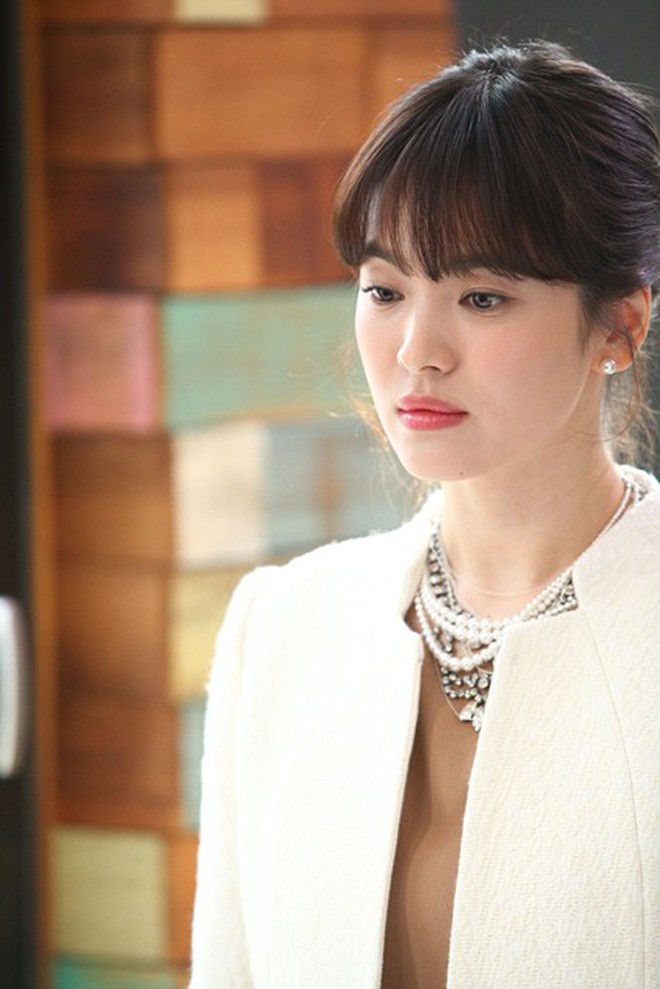 Song Hye Kyo was criticized for not donate to hometown Daegu while Song Joong Ki was praised. 1
