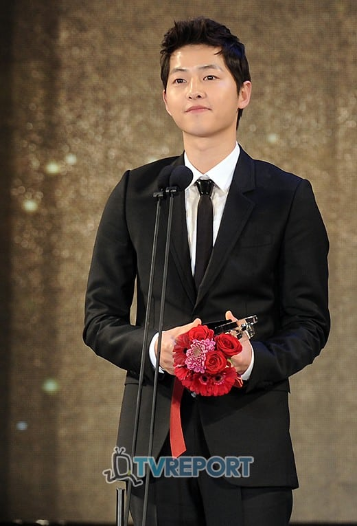 """Song Joong Ki suddenly received the good news - was invited to play the musician in Drama """"Season of You and Me"""" 1"""