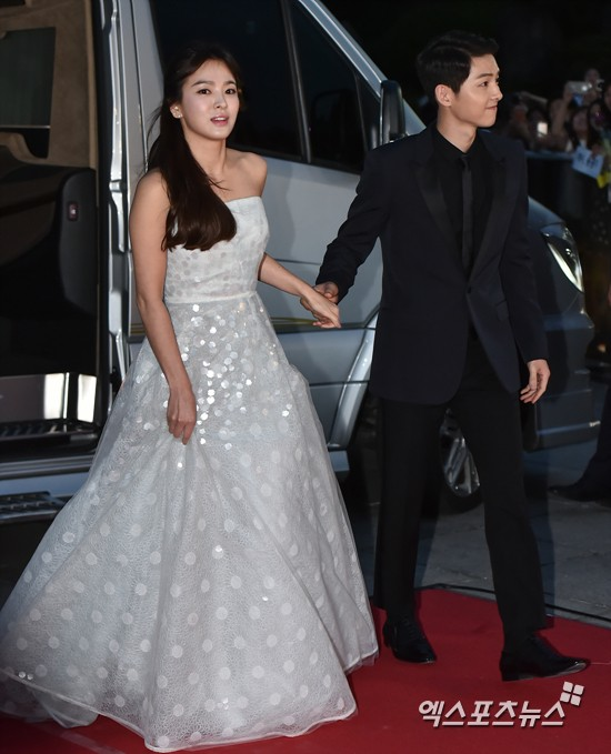 Song Hye Kyo Always proves to be the Goddess on the Red Carpet before and after divorce. 4
