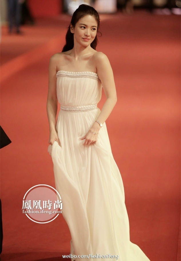 Song Hye Kyo Always proves to be the Goddess on the Red Carpet before and after divorce. 3