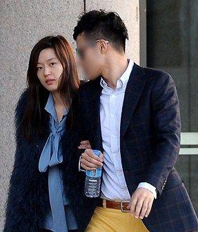 BREAKING- Jun Ji Hyun and her husband got into divorce rumors because her husband has a new girlfriend. 1