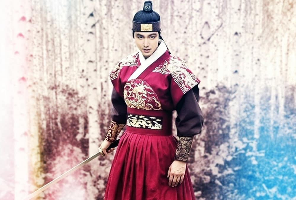 "SBS Continued to reveal a supremely Lee Min Ho in ""The King: The Eternal Monarch"". 3"