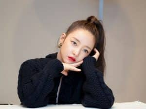 Goo Hara's brother exposes the heartlessness of his mother, happily asks to take a photo with a celebrity at his daughter's funeral