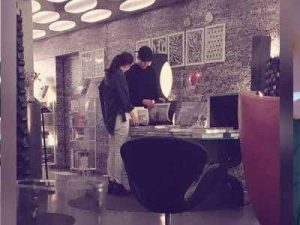 Broke the breakup rumors, Kim Woo Bin and Shin Min Ah appeared secretly at a hotel.