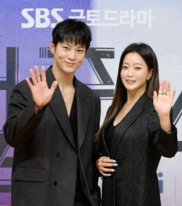 Joo Won and Kim Hee Sun appeared sweetly at the press conference of the new movie's premiere! 2