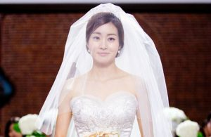 Kbiz spreads rumors that Hyun Bin's ex-girlfriend, Kang Sora is pregnant, so he has to hold a wedding ceremony quickly!