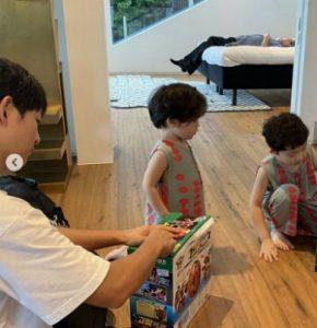 Song Joong Ki goes on vacation with his family at at a 10 million won-a-Night Villa! 1