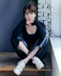 Unraveling the true body of Song Hye Kyo through passers-by photos. 3
