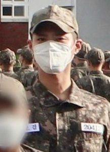 Leak of Park Bo Gum in military uniform: Knet praised being handsome despite the mask covering his face! 2