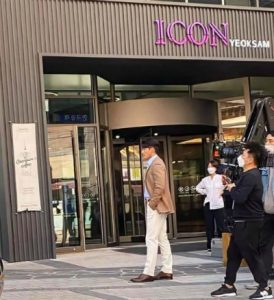 HOT- Hyun Bin has officially returned after 2 weeks of self-isolation- Appeared very handsome at the shopping mall. 1