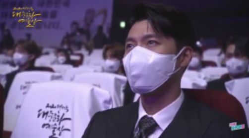 Hyun Bin was spotted by fans when he passionately watched his girlfriend Son Ye Jin cry, fans shared it like a storm because it was so beautiful. 2