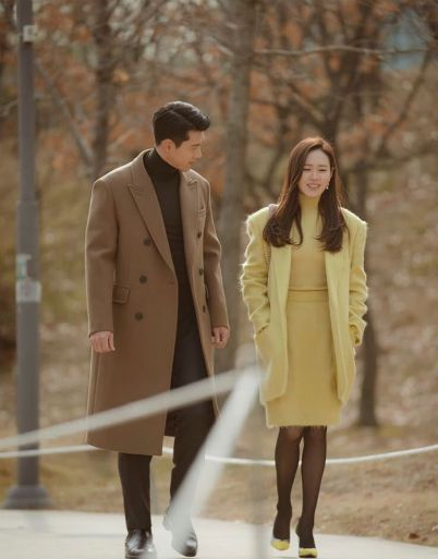 """Hyun Bin and Son Ye Jin proves their super charisma, the picture book in """"Crash Landing On You"""" has never been revealed to the Top bestseller. 2"""