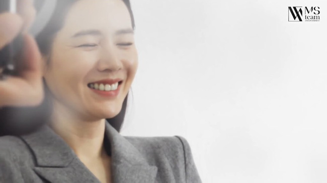 HOT- Son Ye Jin appeared with real beauty through a series of unedited behind-the-scenes photos! 3