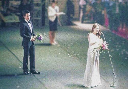 Hyun Bin passionately looked at Son Ye Jin