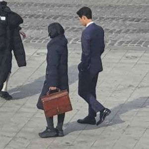 Song Joong Ki appeared with a strange woman on Song Hye Kyo's birthday, what happened? 2