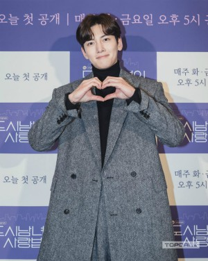 Couple Ji Chang Wook - Kim Ji Won appeared extremely cute and 2 actors Descendants of the Sun reunited at the press conference 'Lovestruck in the City' 1