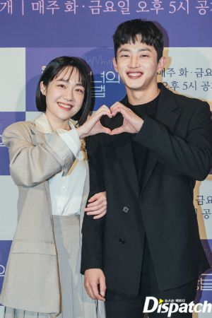 Couple Ji Chang Wook - Kim Ji Won appeared extremely cute and 2 actors Descendants of the Sun reunited at the press conference 'Lovestruck in the City' 5