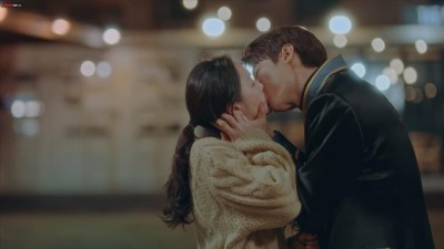 'Best kiss of the year' nomination: Will Lee Min Ho and Kim Go Eun win with a bold kiss? 2