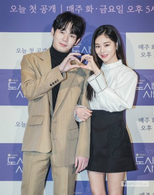 Couple Ji Chang Wook - Kim Ji Won appeared extremely cute and 2 actors Descendants of the Sun reunited at the press conference 'Lovestruck in the City' 4
