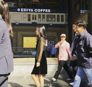 """Netizens found out the """"denunciation"""" series of photos Hyun Bin always watched Son Ye Jin step by step, Fans asked, """"Still continue to deny?"""" 1"""
