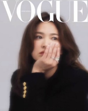 Song Hye Kyo appeared beautifully on Vogue Hong Kong magazine, proving her beauty became more and more beautiful after the divorce. 1