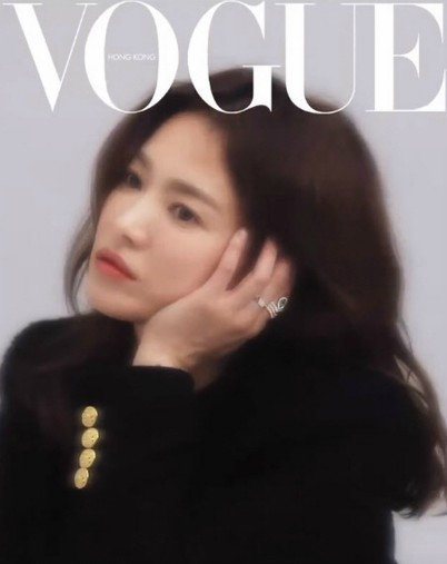Song Hye Kyo appeared beautifully on Vogue Hong Kong magazine, proving her beauty became more and more beautiful after the divorce. 2