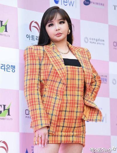 Park Bom plastic surgery accident.