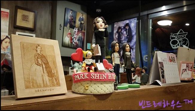 Park Shin Hye's parents restaurant