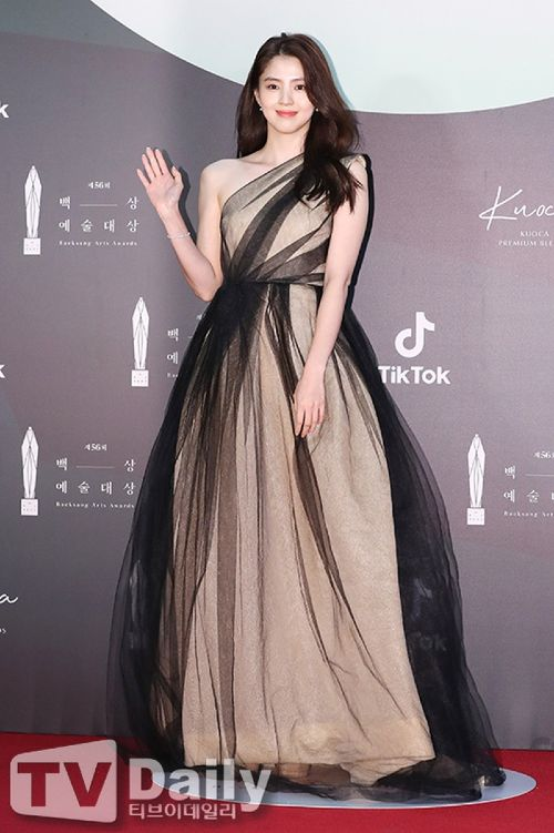 Han So Hee becomes the actress most fans want to date in June 2021. 1