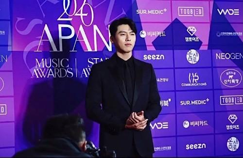"Korea media : The headlines ""Hyun Bin, You got better after admiring your love affair with Son Ye Jin"" has make storm in Korea! 2"
