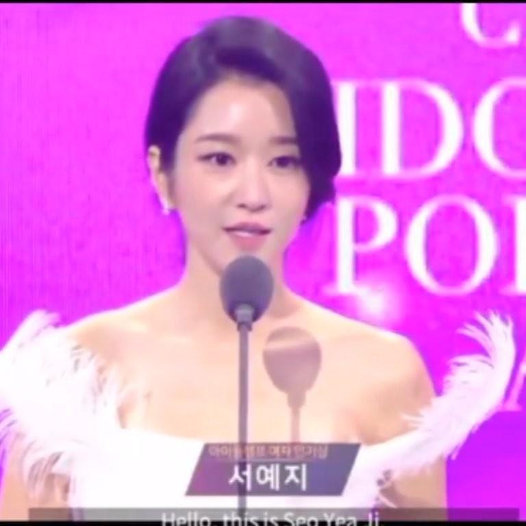 HyunJi couple is Winner - Seo Ye Ji and Kim Soo Hyun winning the Popularity Awards at the 7th APAN Star Awards (2020) . 1