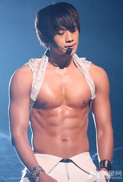 Breaking-Bi Rain was criticized by Korean netizens for being a bad boss. 1
