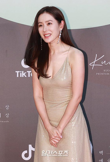 Son Ye Jin is more beautiful and happier after dating actor Hyun Bin! 1