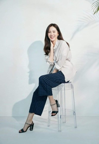 Son Ye Jin is more beautiful and happier after dating actor Hyun Bin! 3