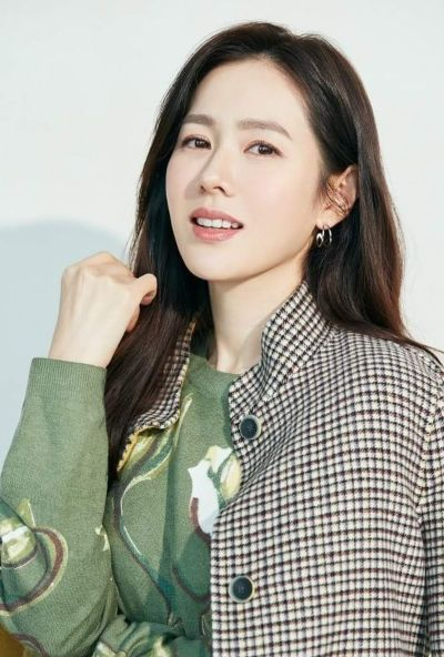 Son Ye Jin is more beautiful and happier after dating actor Hyun Bin! 2