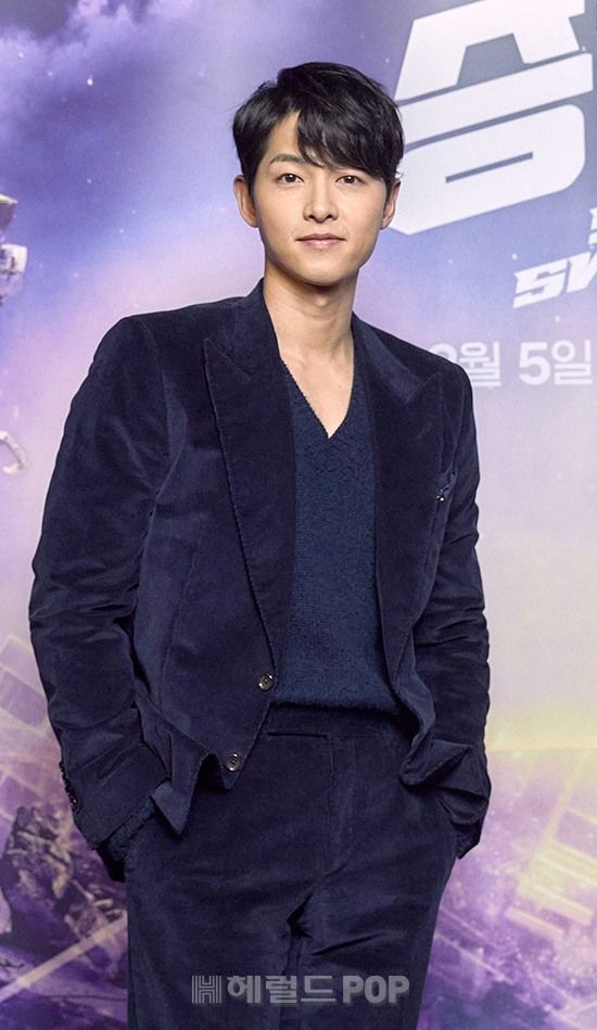 Song Joong Ki appeared radiant with Kim Tae Ri at the Space Sweepers press conference! 1