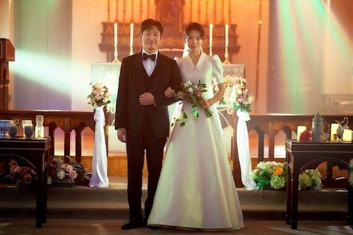 "The wedding of Park Shin Hye and Cho Seung Woo exploded netizens looking forward to the 3rd episode of ""Sisyphus: The Myth""."
