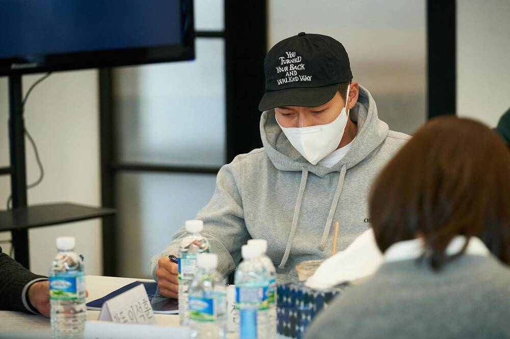Hyun Bin radiantly appeared with Yoona at Confidential Assignment 2 script reading event! 3