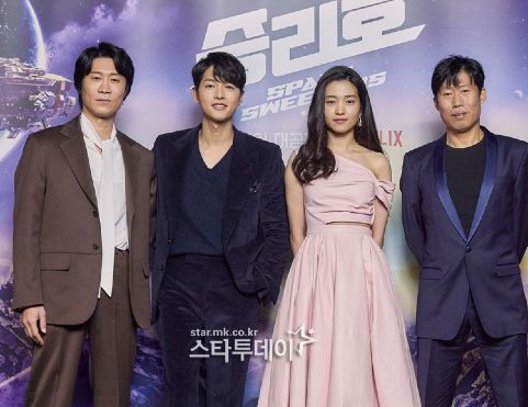 Song Joong Ki appeared radiant with Kim Tae Ri at the Space Sweepers press conference! 4