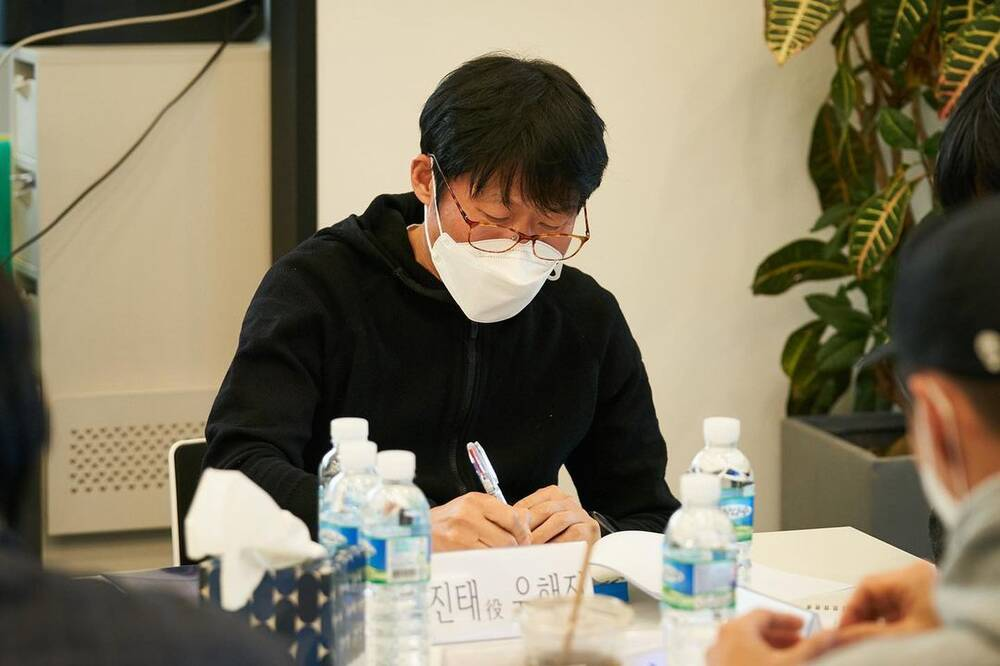 Hyun Bin radiantly appeared with Yoona at Confidential Assignment 2 script reading event! 4