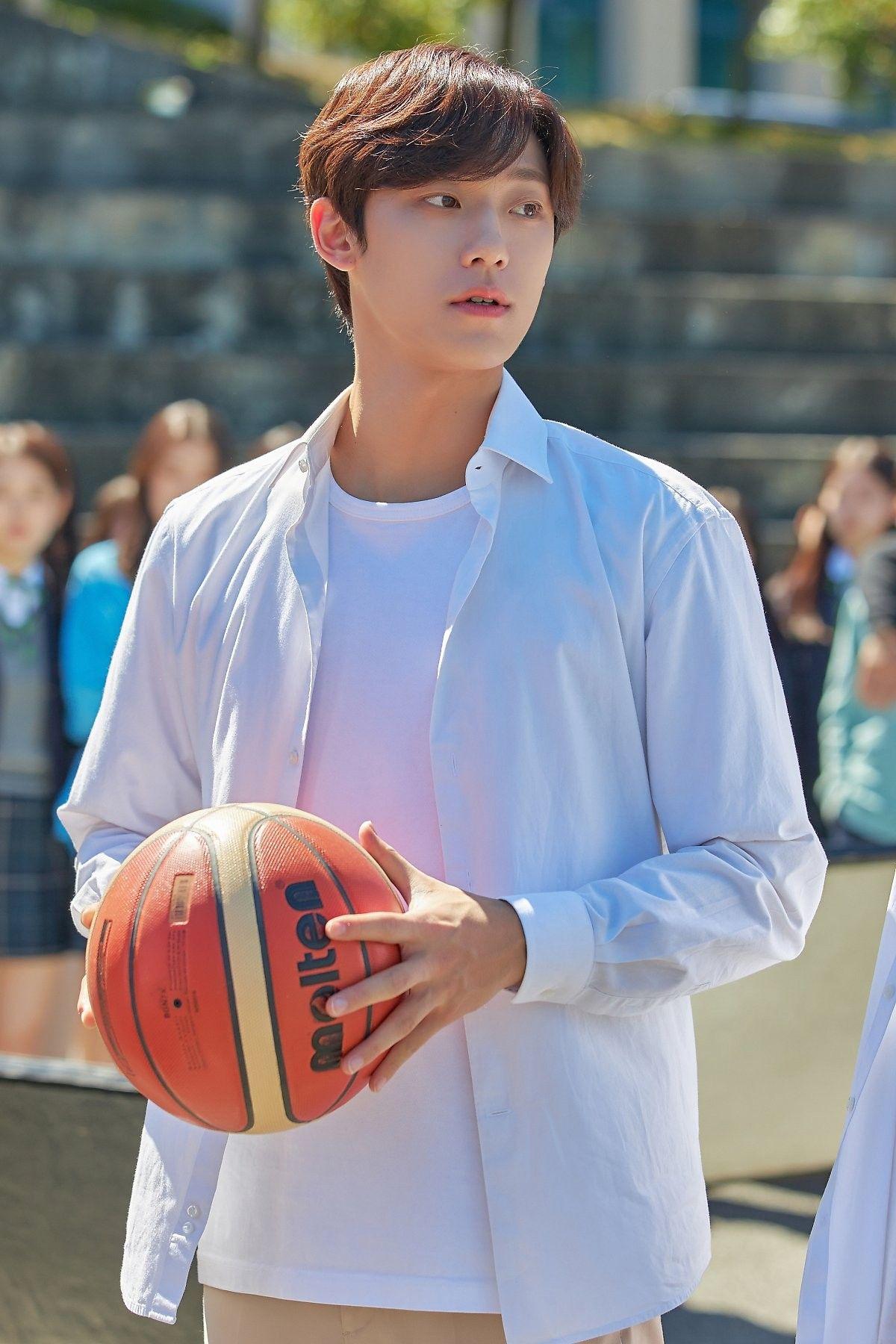 Lee Do Hyun as Lee Shin