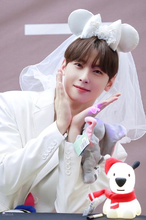 """""""Everyone agrees that Cha Eun Woo is totally a boy crush."""" 3"""