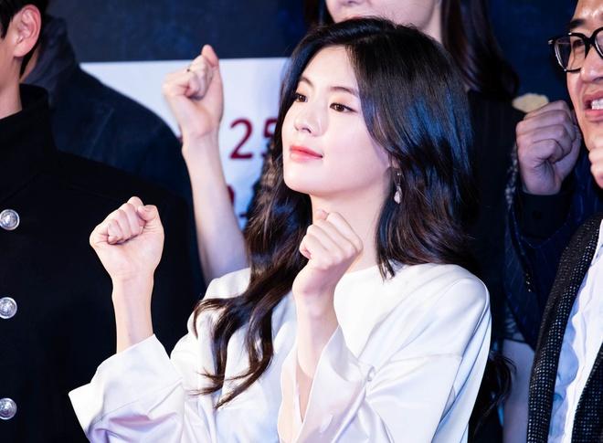 "Lee Kwang Soo's girlfriend, Lee Sun Bin - the girl who stole the heart of ""Prince of Asia""! 1"