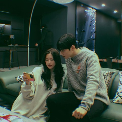 """Fans spotted the 2 photos have the most """"hearts"""" on Moon Ga Young's Instagram are the one she took with Cha Eun Woo"""