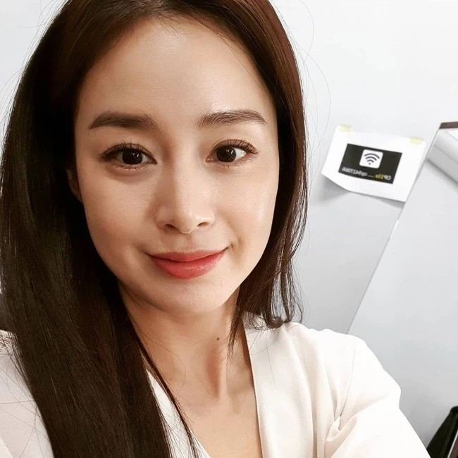 Son Ye Jin and Kim Tae Hee are like twins that cause social networking storms! 2