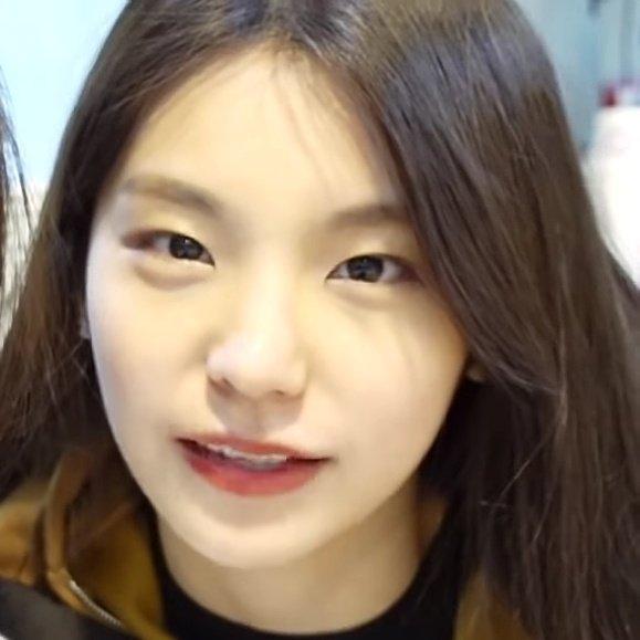 ITZY's Yeji bareface