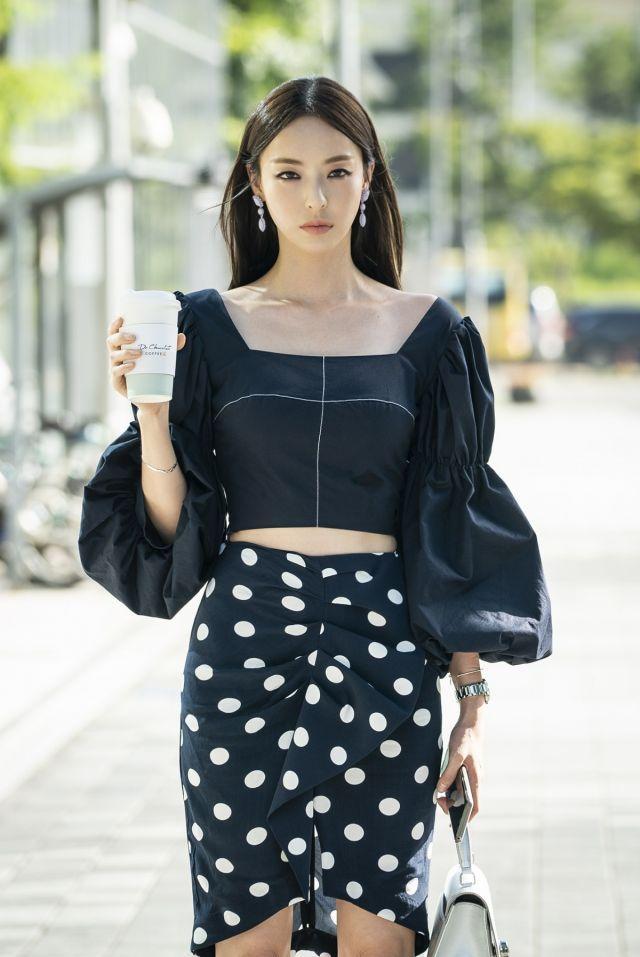 Lee Da Hee as Kang Sara