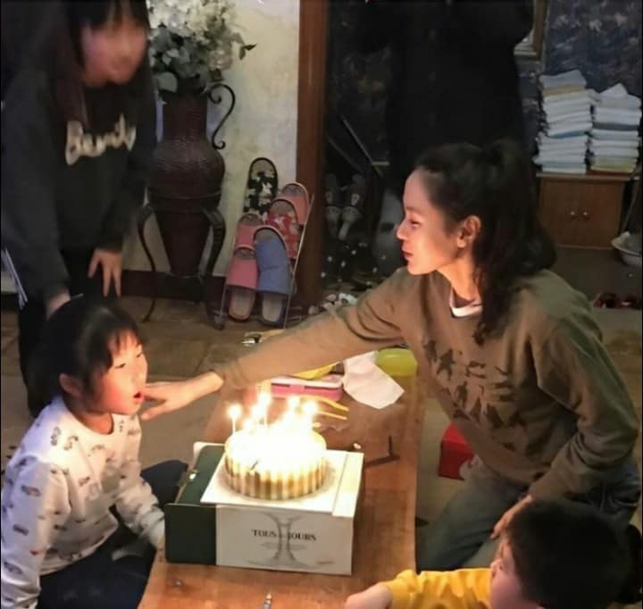 Son Ye Jin was praised by netizens for being a good wife and mother in the future once a series of photos of her as a mother were shared on social media! 1