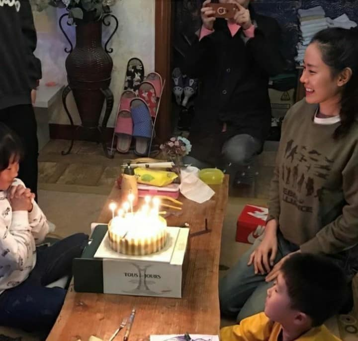 Son Ye Jin was praised by netizens for being a good wife and mother in the future once a series of photos of her as a mother were shared on social media! 2